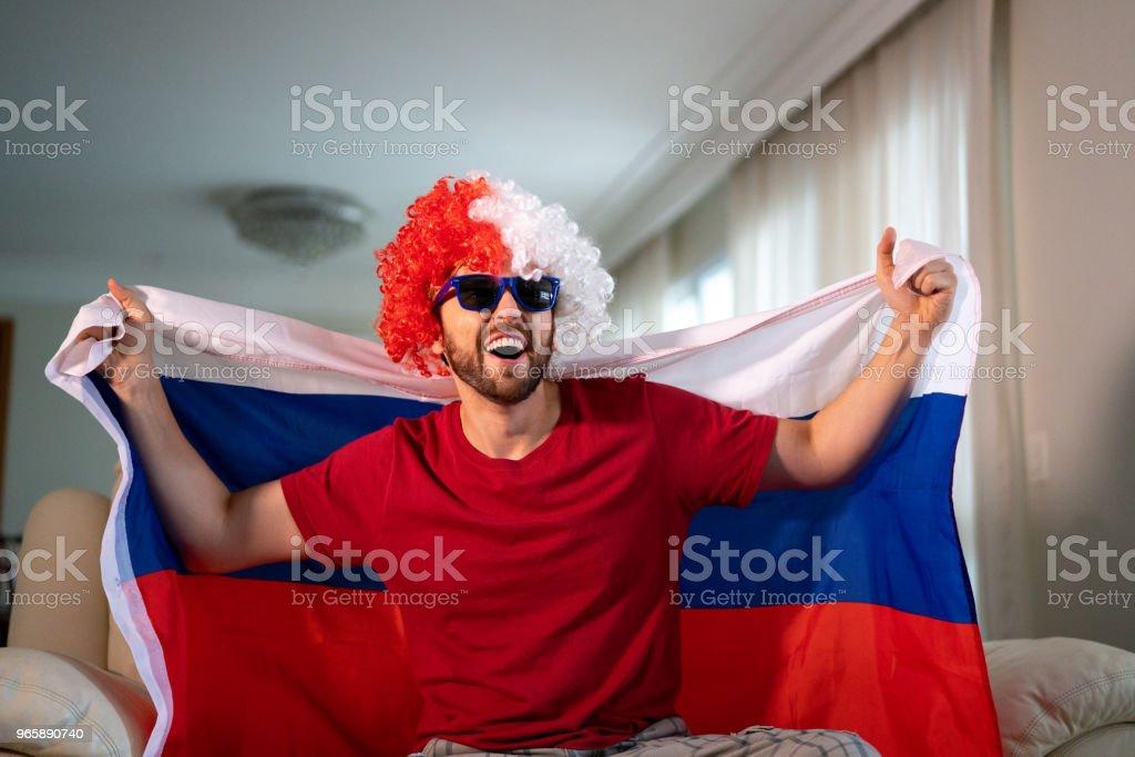 Ryska fläkt firar hemma - Royaltyfri Atmosfär - Evenemang Bildbanksbilder