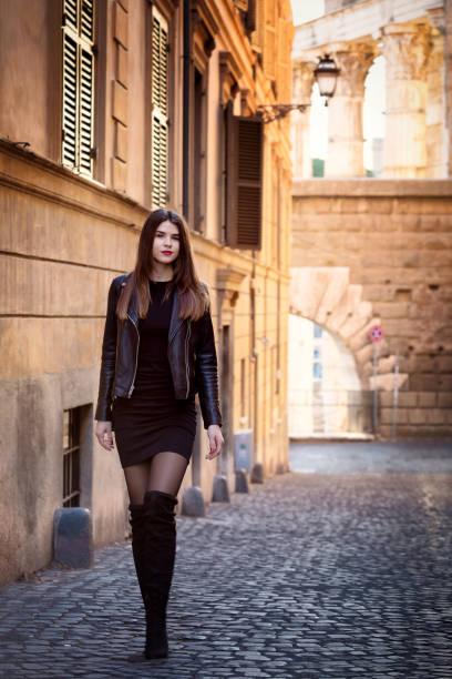 Garota Russa fica no centro histórico de Roma - foto de acervo
