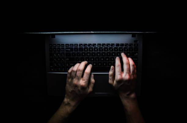 Russian hacker hacking the server in the dark web, Deep Web Top dark net - foto stock