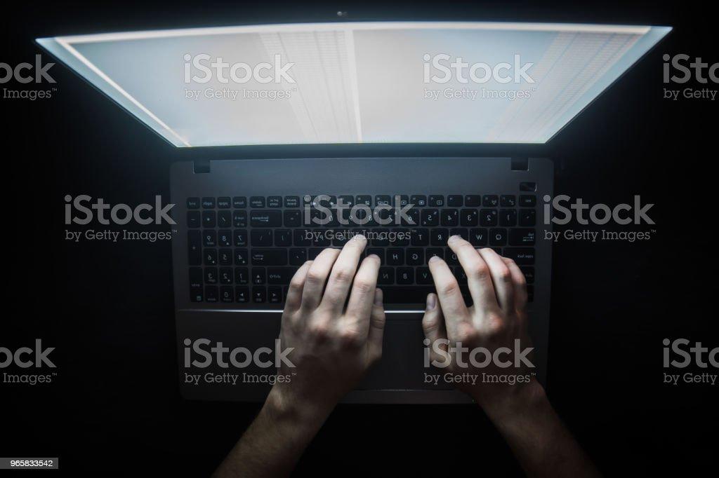 Russische hacker hacken van de server in het donker web, Deep Web bovenaanzicht - Royalty-free Beveiliging Stockfoto