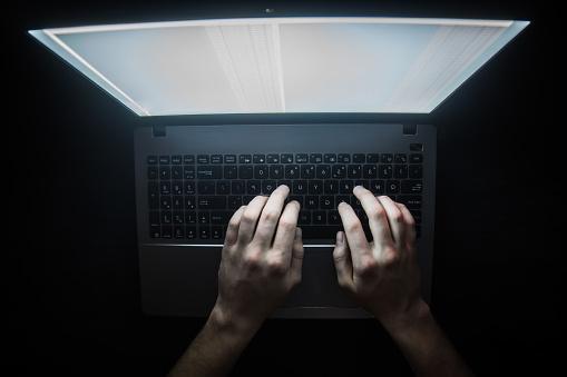 Russische Hacker Hacken Van De Server In Het Donker Web Deep Web Bovenaanzicht Stockfoto en meer beelden van Beveiliging