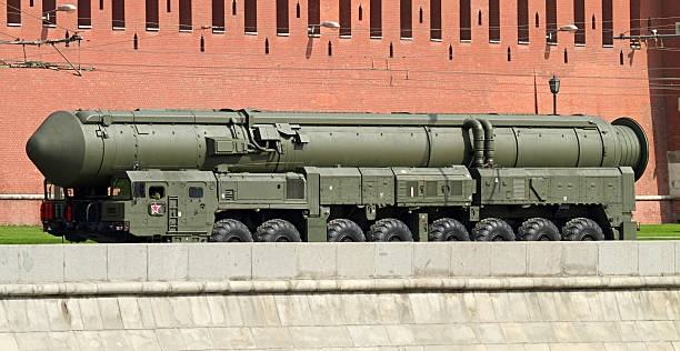 russian nuclear missile topol-m near the kremlin - nuclear weapon stock photos and pictures