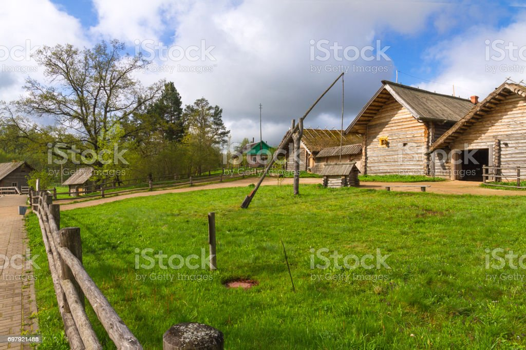 Russian old village along the road стоковые фото Стоковая фотография