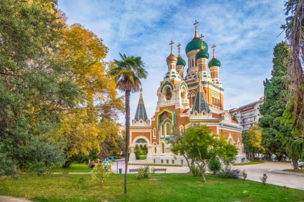 russisch-orthodoxe kirche in nizza, frankreich - nizza sehenswürdigkeiten stock-fotos und bilder