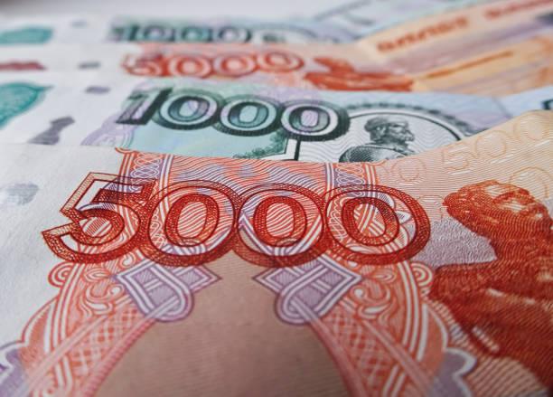 러시아 루블 통화, 금융 및 부유 한 개념. 세금을 납부 할 시간.  5000 및 1000 루블의 지폐 - 러시아 루블 뉴스 사진 이미지