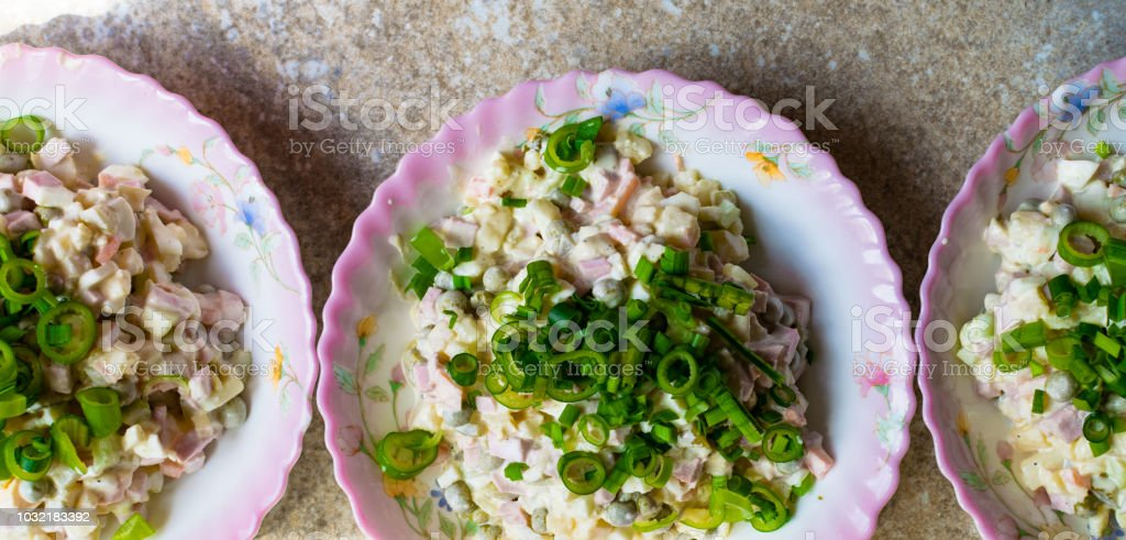 Salat Weihnachten.Russische Traditionelle Salat Olivier Mit Gemüse Und Fleisch Winter