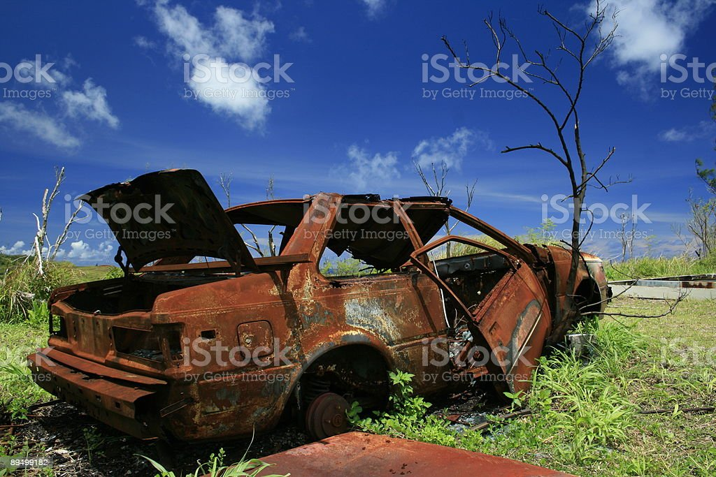 Rusted car skyscape II royalty free stockfoto
