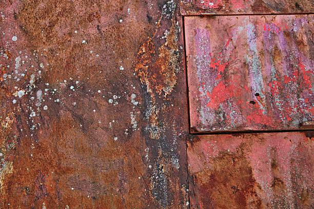 geprägte und verrostete metall und schälen malen struktur - patina farbe stock-fotos und bilder