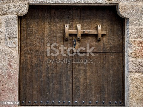 1178501072istockphoto Rustic and old wooden gate 617597908