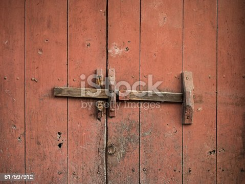1178501072istockphoto Rustic and old wooden gate 617597912