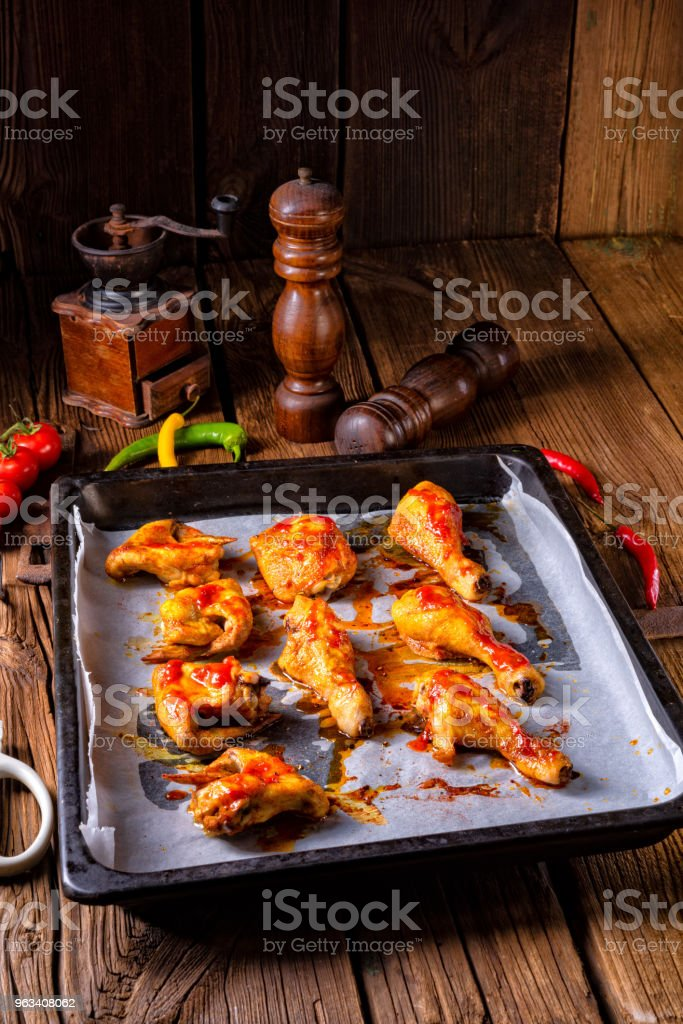 Rustic backed chicken wings,legs on baking tray - Zbiór zdjęć royalty-free (Barbecue)