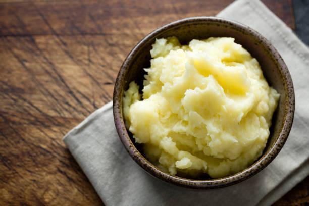 rustic bowl of mashed potato. - puree zdjęcia i obrazy z banku zdjęć