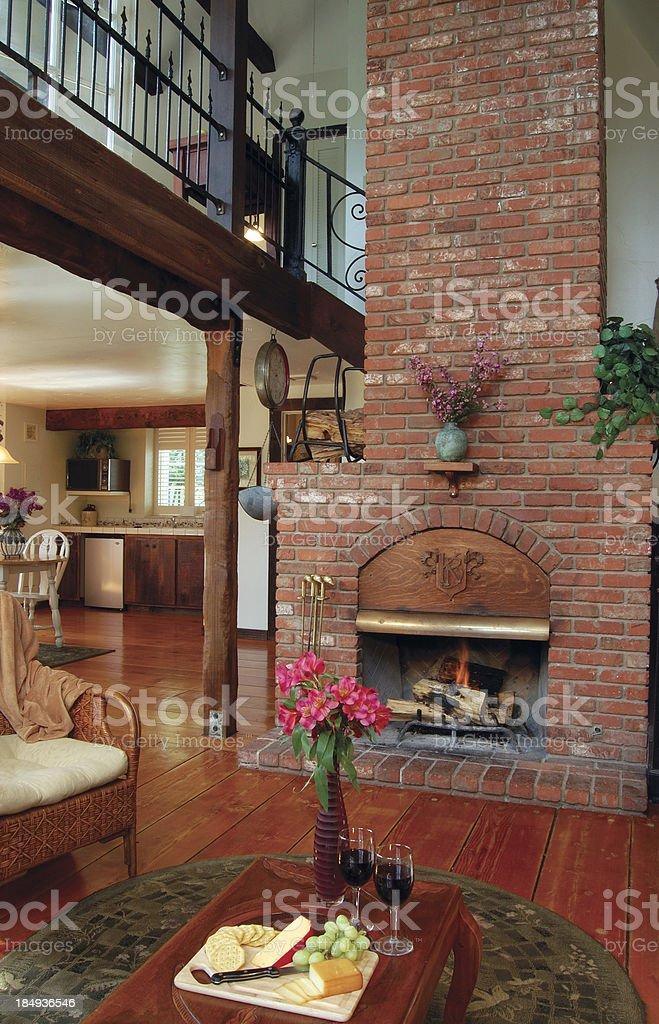Rustikales Landhaus Interieur Mit Kamin Stockfoto Und Mehr Bilder Von Blume Istock