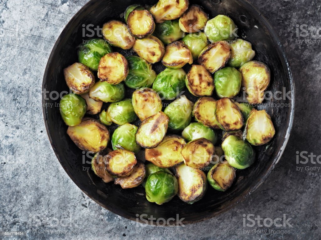 rustic crispy fried brussels sprouts foto stock royalty-free