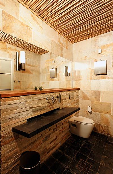 rustikale designer-badezimmer - badezimmer rustikal stock-fotos und bilder