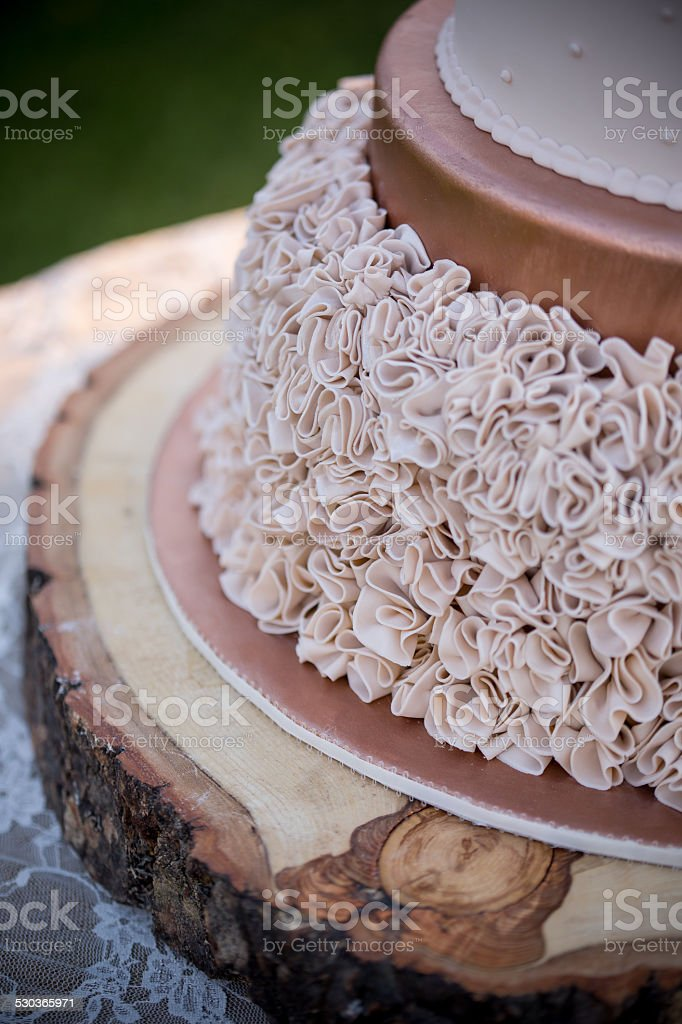 Rustikale Herbst Hochzeitstorte Auf Holzernen Kuchenstand Stock