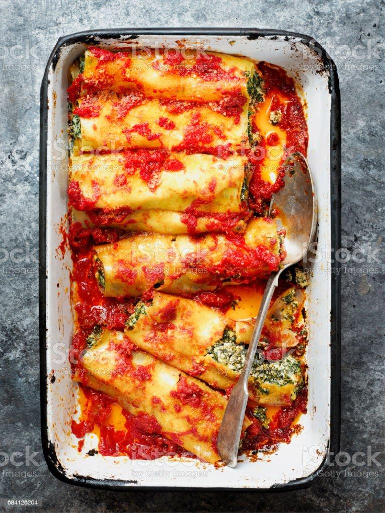 rustic italian spinach ricotta cannelloni pasta royalty free stockfoto