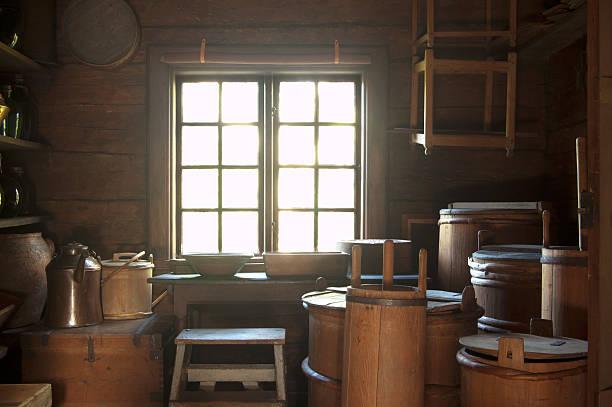 rustikale küche in skansen, stockholm - landhausstil küche stock-fotos und bilder