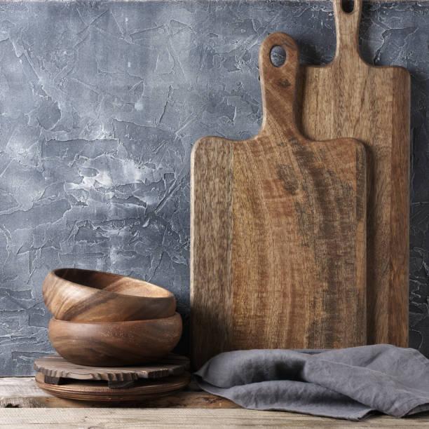 rustikale küche geschirr - landhausstil küche stock-fotos und bilder
