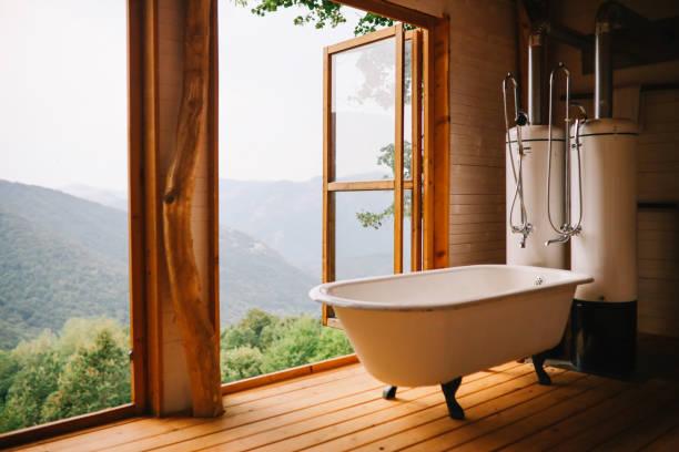 rustikales badezimmer im freien - badezimmer rustikal stock-fotos und bilder