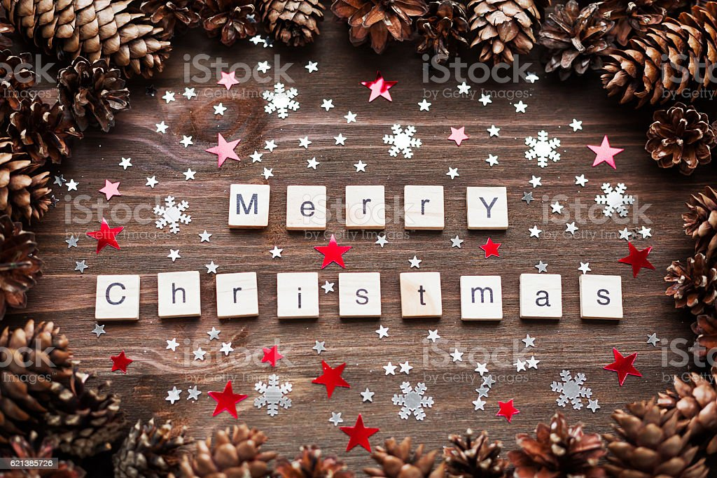 Rustic wooden background with pine cones. Merry Christmas background. – Foto