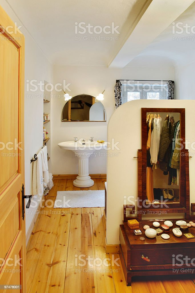 Rustikale Modernen Badezimmer Mit Holzfußboden Waschbecken ...
