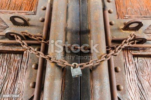 1178501072istockphoto rusty chain and master key 469673503