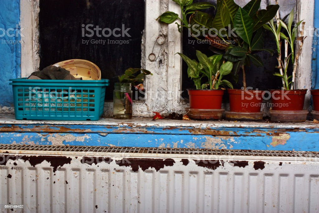 Rusty, destroyed, devastated, moldy radiator central heating foto stock royalty-free