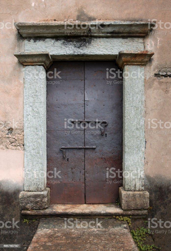 Rusty Iron Door with Granite Stone Surround photo libre de droits