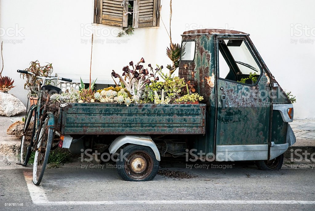 Ruggine triciclo Apecar italiano - foto stock