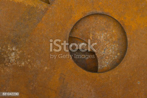 istock Rusty metal with a circle 531042230