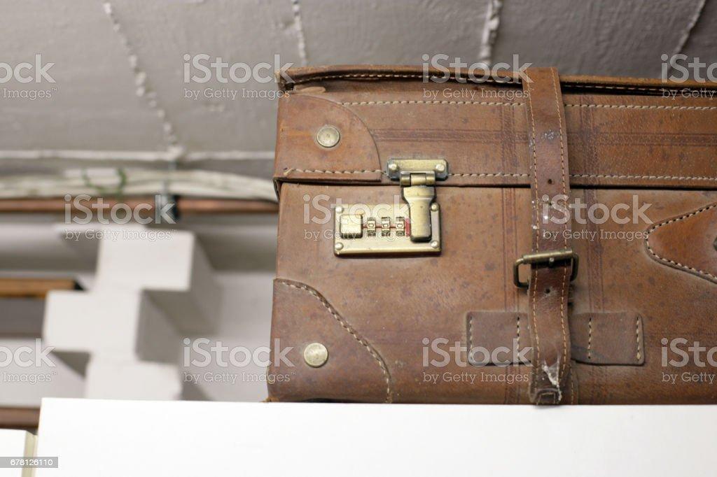 Rusty old brown travel leather suitcase - foto de acervo