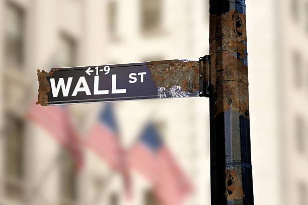 enferrujado sinal de wall street - nyse crash imagens e fotografias de stock