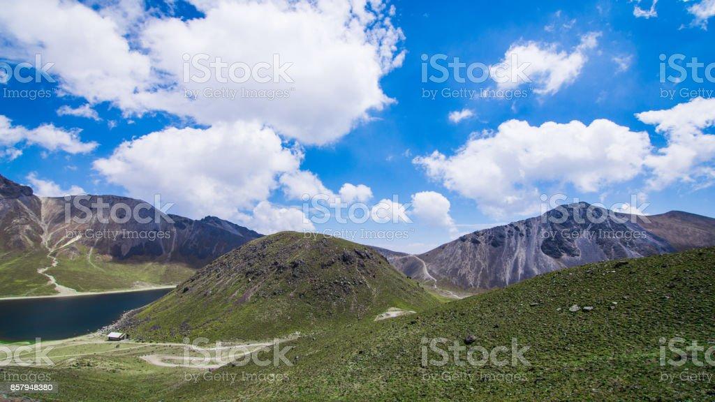 Ruta de montaña para senderismo con bellos paisajes stock photo
