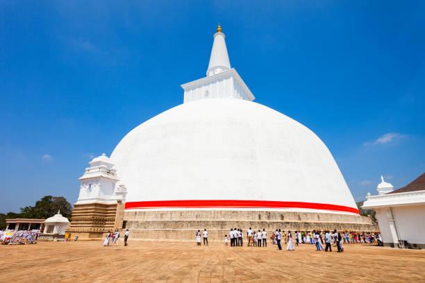 Ruwanwelisaya stupa in Anuradhapura, Sri Lanka The Ruwanwelisaya is a stupa in Anuradhapura, Sri Lanka. Ruwanwelisaya considered a marvel for its architecture and sacred to many Buddhists all over the world. bodhisattva stock pictures, royalty-free photos & images