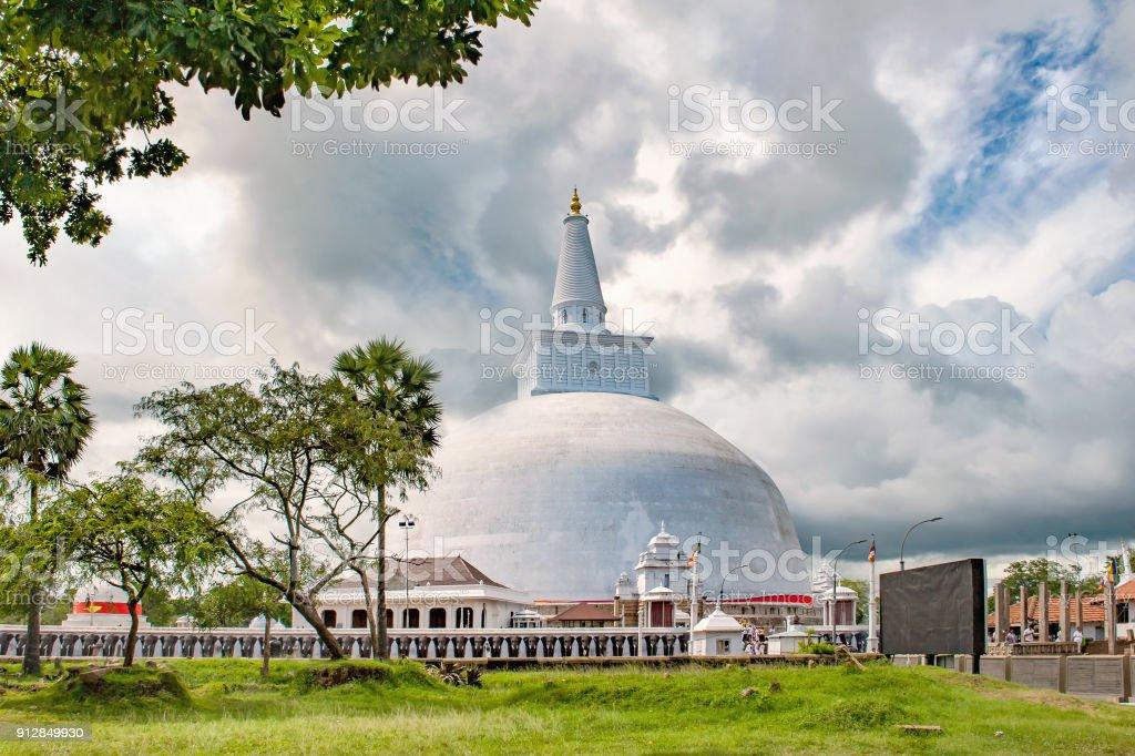 Ruwanwelisaya Stupa - Photo