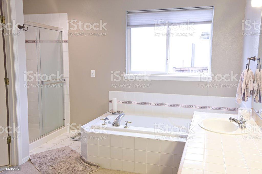 1990 Stil Badezimmer (vor Modellieren U2013 Foto