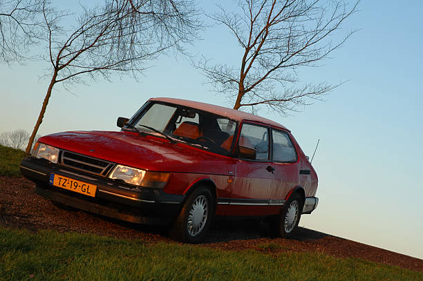 Saab 900 Turbo Kampen, The Netherlands - December 26, 2004: Saab 900 Turbo on a hill in a sunset saab stock pictures, royalty-free photos & images