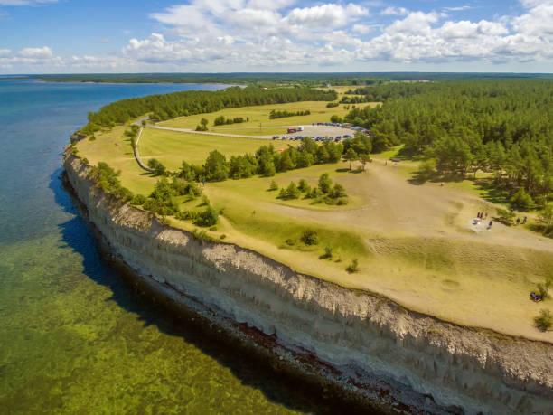 saarema island, estonya: panga veya mustjala uçurum - estonya stok fotoğraflar ve resimler