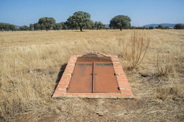 Saceruela Historic Airfield, used by Republican aviation in Spanish Civil War 1939-36 Saceruela Airfield remains, Republican aviation. Air raid shelter door. Ciudad Real, Spain bomb shelter stock pictures, royalty-free photos & images