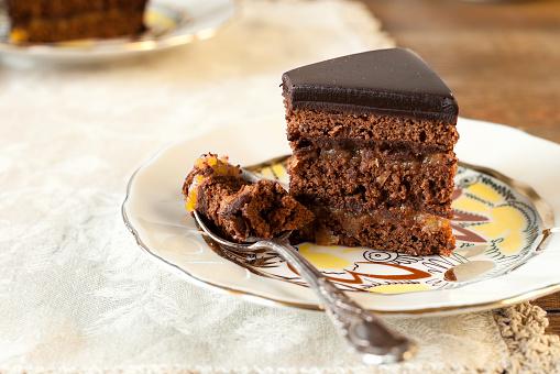 Sacher Pastel De Chocolate Foto de stock y más banco de imágenes de Al horno