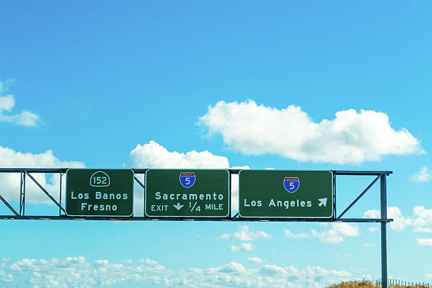 Sacramento and Los Angeles signs in 5 freeway - foto de stock
