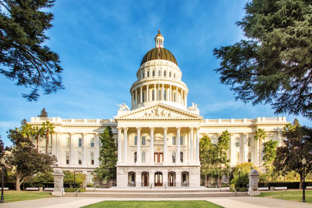 Sacramento California state capitol facade with clear sky and pathway Sacramento California state capitol facade with clear sky and pathway to the entrance staircase. state capitol building stock pictures, royalty-free photos & images