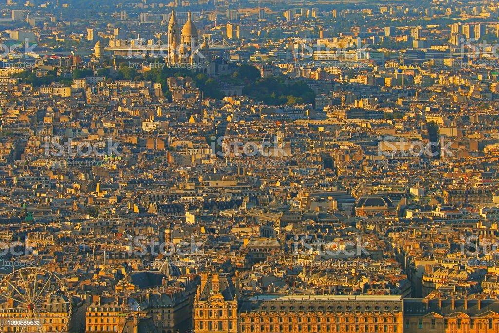 Sacre Coeur, Montmartre de cima ao ouro colorido amanhecer – Paris, França - foto de acervo