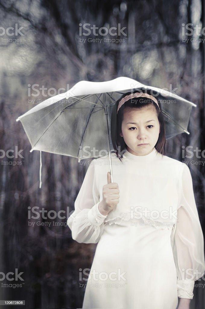 Телка стоя дождь