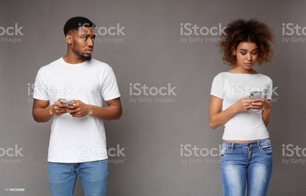 Betrügt Telefon Mädchen Schwarzes das Wie kann