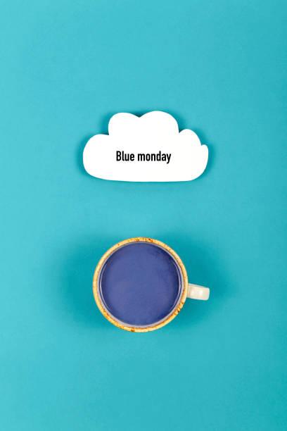 triste scritta del lunedì blu con nuvola e bevande - blue monday foto e immagini stock
