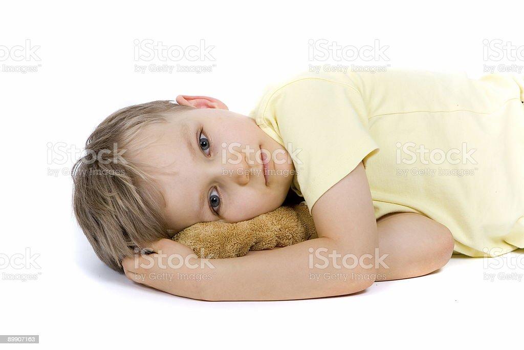 Печальный мальчик с медведь Стоковые фото Стоковая фотография