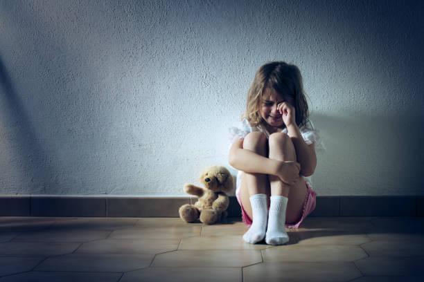 Trauriges Kind Mädchen weinen – Foto