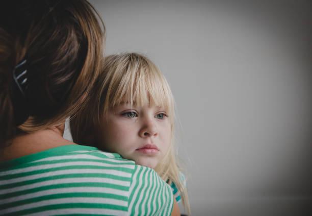 sad crying little girl hugging mother, parenting - criança perdida imagens e fotografias de stock